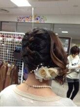 ヘアーセットの編み込みヘアアレンジ画像