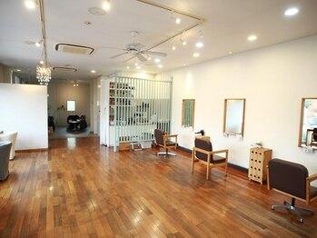 シーズナルラボ(Seasonal-Lab)の写真/[赤池]美容室/アパレル雑貨/カフェ/フォト を1つの空間で提供。オシャレと癒しを発信。