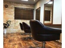 ランプ ヘアルーム(Lamp Hair Room)の雰囲気(ゆったりとくつろげるセット面)