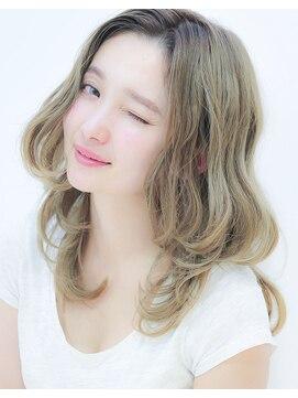 デイズ(days)無造作な抜け感が可愛いアッシュ3Dカラー☆小顔くびれミディ
