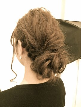 結婚式 髪型 編み込みヘアアレンジ ルーズで可愛い☆編み込みシニヨンアレンジ