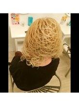 ヘアデザイン ミネルヴァ 心斎橋店(Hair Design MINERVA)元祖スジ盛り