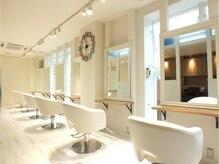 ロワゾ ヘア デザイン(L'OiSEAU HAIR DESIGN)の雰囲気(白を基調にした店内でスタイリッシュ♪)