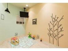 完全個室のキッズスペース、VIPルーム、ネイルルーム、マツエクルーム完備しています。