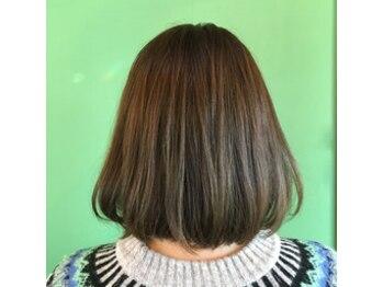 フラップヘアー(FLAP HAIR)の写真/好評口コミ多数!口コミ平均4.8★顔周りの繊細なカットが人気♪勇気のいる大胆カットも乾かすだけでキマル!