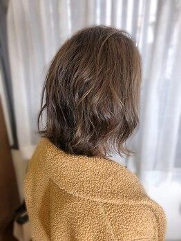 トゥエンティーフォー 和泉店(24)の写真/白髪は明るく染めれます!通常の白髪染めで負ってしまう余計なダメージを抑え、白髪をキレイに染めましょう