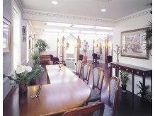 2丁目3番地美容室の雰囲気(クラシックピアノが流れる落ち着いた空間です。)