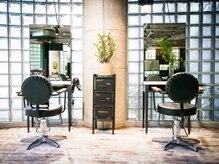 リリアン 青山(relian)の雰囲気(お席とお席の間隔が広く緑に囲まれたリラックスできる空間です。)