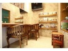 グラニュー(granew)の雰囲気(アンティーク小物や椅子、置いてあるものがステキです♪)
