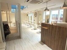 ロワゾ ヘア デザイン(L'OiSEAU HAIR DESIGN)の雰囲気(初めての方でも落ち着ける雰囲気の店内。)