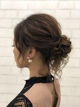 ヘアメイクスタジオ ミグ(Hair make studio mig)結婚式や二次会にも!ルーズ後れ毛シニヨン