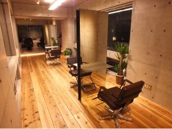 ルート(ROUTE)の写真/大人女性に人気のサロン【ROUTE】ビル7階に佇む上質空間。少人数サロンだから出来る1人1人への丁寧な施術