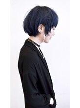 ヘアー キュート(hair CUtE)ネイビーカラー&ラウンド感を強調した個性派マッシュ。
