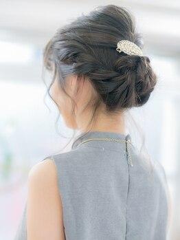 ビーバイシージャストビューティー(B by C just beauty)の写真/どこから見ても可愛いヘアアレンジ☆崩れにくく、流行りの『抜け感』を取り入れてこなれ感×可愛い女性に♪