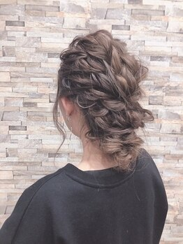 タイム(Time)の写真/【千里山◇徒歩5分】結婚式や二次会に、プロのヘアセットであなたの特別な日を華やかに彩る―
