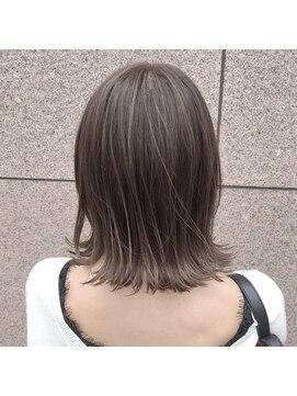 ロマリア(Lomalia) ハイライト×グレージュカラー☆ショートボブ・デザイナー五十嵐