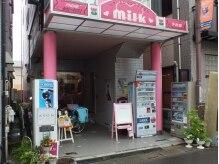 ヘアードレッシングサロン ミルク(milk)の雰囲気(ピンクを基調とした外観は、オーナーのこだわり♪)