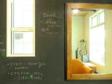ヘアーケイ(Hair K4)の雰囲気(セット面の壁は黒板でオシャレ☆)