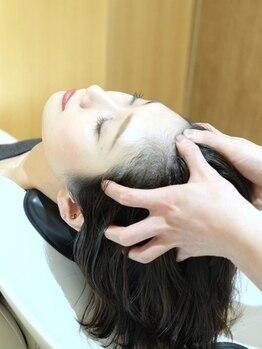 カエルムアヴェダ(CAELUM AVEDA)の写真/AVEDA独自の技法による頭皮マッサージと植物アロマの香りで、深い安らぎに包まれる『極上ヘッドスパ』
