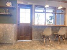 ヒロ クラシコ ヘアー(HILO CLASSICO hair)の雰囲気(待合スペースはカフェのような居心地のいい空間ですッ♪♪)