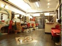アルハンブラ(Alhambra)の雰囲気(奥行きの広い店内でゆったりとした時間を・・・)