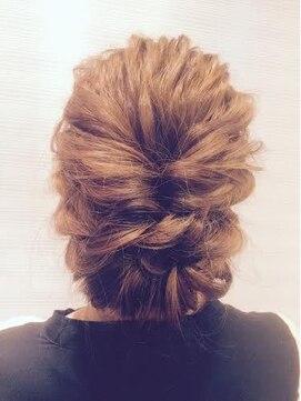 結婚式 髪型 波ウェーブヘアアレンジ 結婚式や二次会におすすめ☆大人きれいなアップ