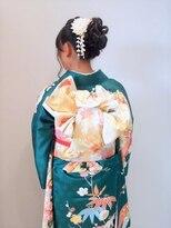 フラココトリコ(hurakoko trico)[hurakokotrico]和泉美佳 高級感あふれる振袖スタイル