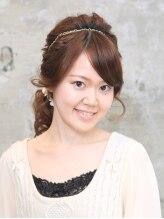トータルビューティーキョーコクリハラ(Total Beauty Kyoko Kurihara)ゆるやかウェーブのハーフアップ風プリンセスヘア