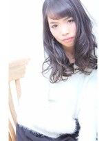 リリーズ ヘア(Lily's Hair)暗髪 フェミニンウェーブ