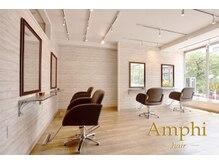 アンフィ(Amphi)の雰囲気(自然光の入る明るい空間。20代~30代に大人気のリラックスサロン)