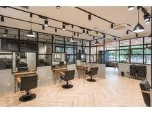 アリレイナ美容室 東逗子店(ARIREINA)の雰囲気(通常のセット面が7席、個室が一部屋ご用意があります。)