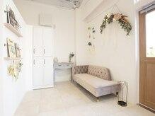 サロン デ ベレーザ フォルトゥーナ(salon de belleza FORTUNA)の雰囲気(明るい店内◇待合スペースもご用意してます♪)