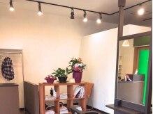 ルポゼヘアーの雰囲気(シンプルだけど暖かみを感じる優しい雰囲気の店内。)