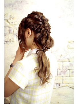 編み込みハーフアップアレンジ(結婚式の髪型) 編み込みとウェーブミックスのハーフアップ☆