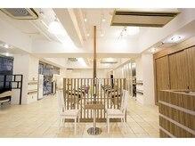 アンジェリコ 蒲田西口店(Angelico)の雰囲気(ラグジュアリーかつシンプルで明るい店内。)