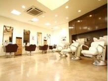 トータルビューティーキョーコクリハラ(Total Beauty Kyoko Kurihara)の雰囲気(明るい雰囲気の店内。)