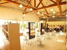 レイツー出島ガーデン(Rei2)の雰囲気(☆天井も高く広々とした店内でゆったりとした時間が過ごせます♪)