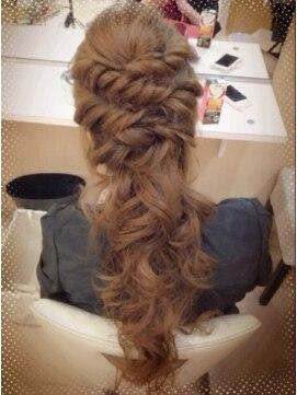 結婚式の髪型(ヘアアレンジ) ツイストハーフアップ