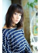 アティック ヘアーデザインアンドリラクゼーション(attic hair design&relaxation)3Dグレイッシュ 平行前髪のミディアムスタイル