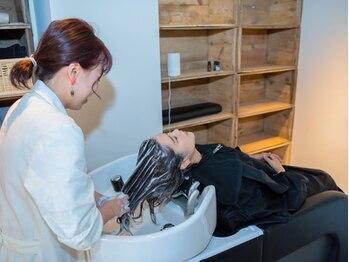コモン ヘア デザイン(COMMON hair design)の写真/【移転OPEN★】溜まった頭皮の汚れを自慢のスパですっきりリフレッシュ☆日頃の体の疲れもrelax…