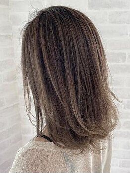 サロン ド ビカ(Salon de bika)の写真/知識豊富なスタイリストが似合うカラーを一緒に見つけます!頭皮に優しいダメージの少ない白髪染め♪