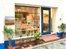 美容室 ルチャリブレ(Lucha Libre)の雰囲気(青いドアが目印◎サロンは路面店なので入りやすい♪)