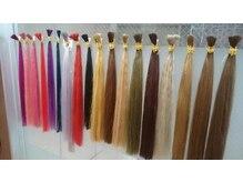 ヘアーアンドエクステンション ラファ(Hair&Extension rafa)の雰囲気(高品質人毛☆エクステがずらりと並ぶ店内)