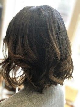 ヘアースペース クルー(hair space CREW)の写真/【倉敷/連島】白髪染めでも明るく染まる◎ダメージを抑えてツヤ感UP!季節の変わり目のケアもオススメ♪