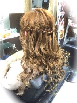 ヘアー アンド ネイルズ ドウケシ アープ(Hair and Nails Doukeshi Arp)ウォーターフォールスタイル