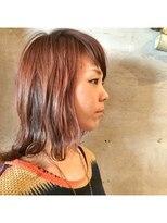 アティック ヘアーデザインアンドリラクゼーション(attic hair design&relaxation)肩下の外ハネウルフスタイル
