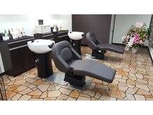 ヘアーデザイン リネージュ(Rineige)の雰囲気(モダンな雰囲気の別フロアのシャンプー室で心地よい時間を提供♪)