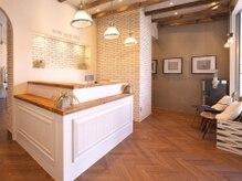 オーブ ヘアー フィル 富山店(AUBE HAIR fill)の雰囲気(開放感のある明るい店内で、くつろぎの時間をお過ごしください。)