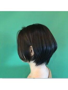 フラップヘアー(FLAP HAIR)の写真/360°綺麗なフォルム×手ぐしでキマるデザインカット☆計算された技術で、サロン帰りの仕上がりをキープ◎