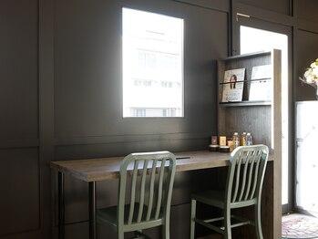 リベルテ(Liberte)の写真/静かで落ち着きのある空間が人気の隠れ家サロン。ゆったりとした時間の流れる店内でくつろぎの時間を…。